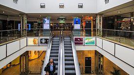 Galerie handlowe w drugiej połowie marca świeciły pustkami.