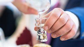 Nowe podatki uderzą po kieszeni producentów alkoholu, ale oznaczają też mniejsze wpływy do budżetu z akcyzy.