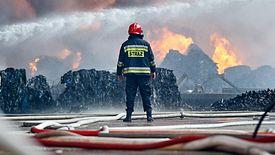 Podpalenie odpadów daje znakomity zarobek. Jednak i bez ognia można przy lukach w prawie świetnie zarobić w tym biznesie.
