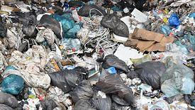 Działania GIOŚ przyspieszyły po serii głośnych podpaleń składowisk śmieci.