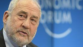 Noblista Joseph Stiglitz podczas konferencji w Davos