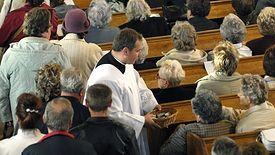 Ponad sto złotych - tyle trzeba wydać, by zorganizować dziecku chrzest w kościele. A to tylko opłata dla parafii