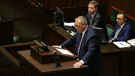 Jan Szyszko podczas sejmowej debaty. To m.in. jego związkowcy obwiniają za problemy w działaniu Wód Polskich