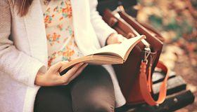 Przeczytaj, przekaż dalej, poleć innym. Najciekawsze inicjatywy książkowe w Polsce
