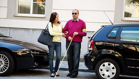 Jak pomóc osobie niewidomej?