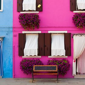 Architektura nie musi być nudna. Zobacz, jak kusi kolorami!