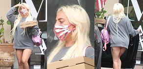 Wyluzowana Lady Gaga ŚWIECI POŚLADKAMI na ulicy, szykując się do spałaszowania pizzy (ZDJĘCIA)