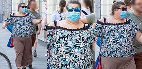 Przezorna Dominika Gwit spaceruje ulicami Warszawy w ochronnej maseczce (ZDJĘCIA)
