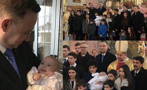 """Duda z noworodkiem na rękach. To 16 dziecko w rodzinie! """"Widać, że ŻYJĄ W GRUPIE. Starsi sprawdzają, czy młodsi zjedli posiłek"""""""