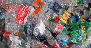 UE obciąży producentów nową opłatą. Plastik ma być droższy