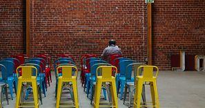 Zakaz spotkań powyżej 5 osób. Co to oznacza w praktyce?