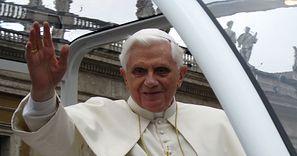 """Benedykt XVI w złym stanie. Były papież jest """"ekstremalnie słaby"""""""