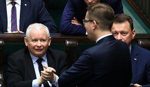 Najnowszy sondaż. PiS traci większość w Sejmie! Koalicjant? W grę wchodzi tylko jeden wariant