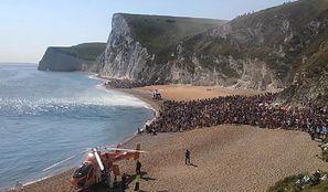 Anglia. Turyści ewakuowani z plaży. Trzy osoby poważnie ranne