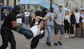 """Wybory na Białorusi. Protesty i wyłom w obozie władzy. """"Służby mundurowe służą narodowi, a nie jednemu człowiekowi"""""""