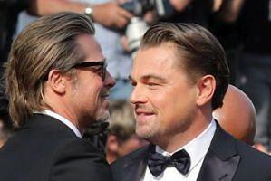 """Leonardo DiCaprio i Brad Pitt zbliżyli się do siebie na planie """"Dawno temu w Hollywood"""". """"Leo przynosi do Brada ulubione kanapki i urządzają sobie imprezy"""""""