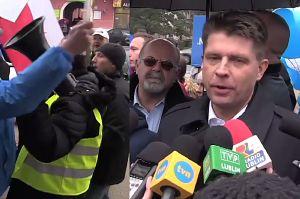 """Petru obrzucony """"frankami"""" przez zwolenników Kukiza: """"ZABIERAJ FRANKI! Stop banksterom!"""""""