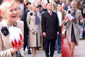 Uśmiechnięci Agata i Andrzej Duda rozdają chorągiewki podczas Święta Flagi Narodowej (ZDJĘCIA)