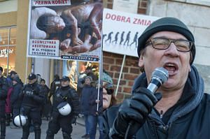 """Działacz pro-life chce pieniędzy od Maleńczuka! """"Wyrwał mi transparent. Zanim wezwałem policję, już go nie było"""""""