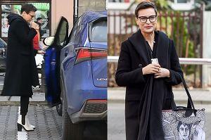 57-letnia Stenka w białych kozakach wsiada do Lexusa za 240 tysięcy złotych