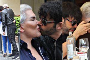 Żywy Ken CAŁUJE SIĘ w rzymskiej uliczce... Romantycznie? (ZDJĘCIA)