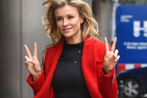 """Joanna Krupa przeciwko fajerwerkom w Sylwestra, a zachwyca się """"Światełkiem do nieba"""". Hipokryzja?"""