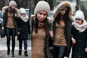 Marta Kaczyńska żywo dyskutuje z córką podczas spaceru (ZDJĘCIA)