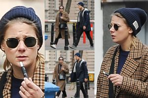 Hipsterska Wierzbicka z kolegą (?) i e-papierosem spaceruje po mieście (ZDJĘCIA)