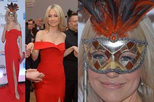 """""""Tajemnicza"""" Ogórek w czerwonej sukience bawi się na balu maskowym (ZDJĘCIA)"""