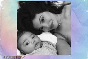 Kylie Jenner pozuje z córeczką
