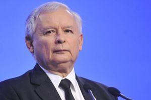 Wizyta Jarosława Kaczyńskiego w szpitalu NIE MIAŁA ZWIĄZKU Z KOLANAMI?