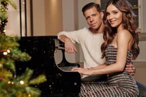 """Świąteczna Marina """"gra"""" na fortepianie Wojtusiowi"""
