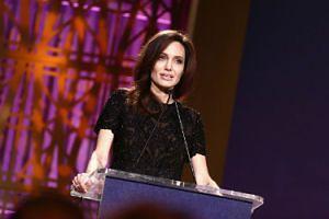 """Angelina Jolie apeluje do kobiet: """"Nie możemy chować głowy w piasek. W naszej branży brakuje równości"""""""