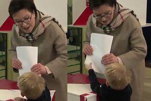 Wnuczek Ewy Kopacz rozpłakał się przy urnie