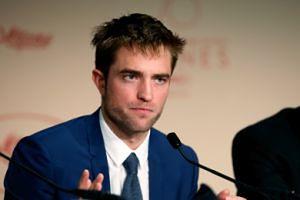 """Robert Pattinson odmówił zagrania sceny... SEKSU Z PSEM. """"Reżyser powiedział, żebym nie zachowywał się jak pi*da!"""""""