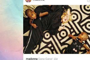 Madonna bawi się na dywanie z córeczkami!