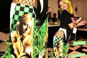 Rita Ora w stylizacji w... Paris Hilton