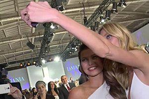 Rubik i Lewandowska robią sobie selfie