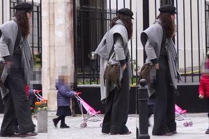 Anna Czartoryska z dziećmi na spacerze. Poznalibyście ją?