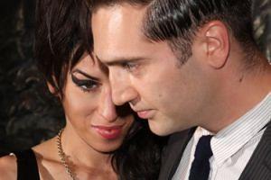 """Ojciec Amy Winehouse: """"Moja córka myślała przed śmiercią, że JEST W CIĄŻY"""""""