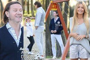 Radek bawi się z dziećmi Gosi na placu zabaw. Tata idealny? (ZDJĘCIA)