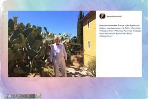 Janusz Korwin-Mikke pozuje z kaktusami