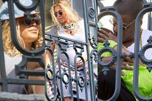 Ciężarna Beyonce z Jayem, Blue i Solange na balkonie w Nowym Orleanie (ZDJĘCIA)