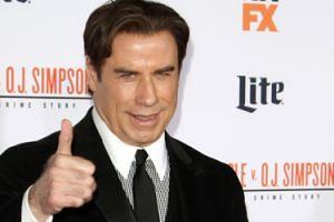 John Travolta przywozi do hotelu własne prześcieradła! Masują go tylko mężczyźni...