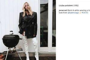 Smutna Jessica Merdedes pozuje z grillem (FOTO)