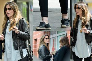 Żmuda-Trzebiatowska w schodzonych butach na spacerze z koleżanką (ZDJĘCIA)