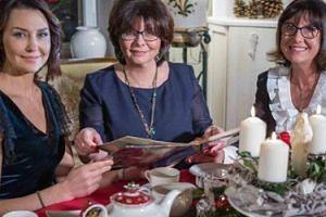 Popek odwiedziła dom Lewandowskich! Porozmawiała z mamą i teściową Roberta (FOTO)