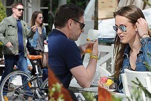Tomasz Lis zabrał córkę Polę na zupę i lody. Sam zjadł pizzę (ZDJĘCIA)