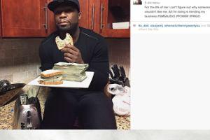 50 Cent chwali się kanapką z pieniędzmi
