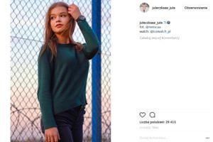 Wróblewska w swetrze pozuje na tle lotniska. SEKSOWNA? (FOTO)